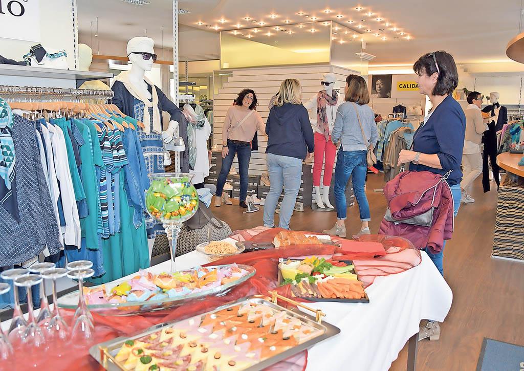 Kundinnnen bei Mode Kappeler Schöftland | Landanzeiger-Shopping