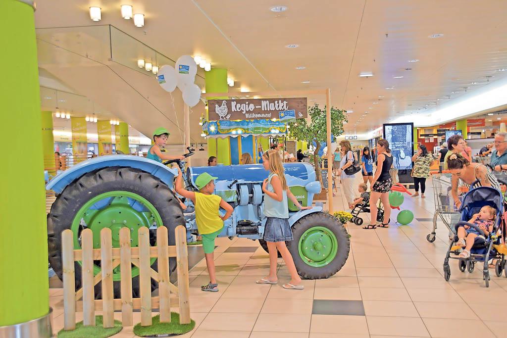 Traktoren in echt an der Wynecenter-Chilbi   Landanzeiger-Shopping