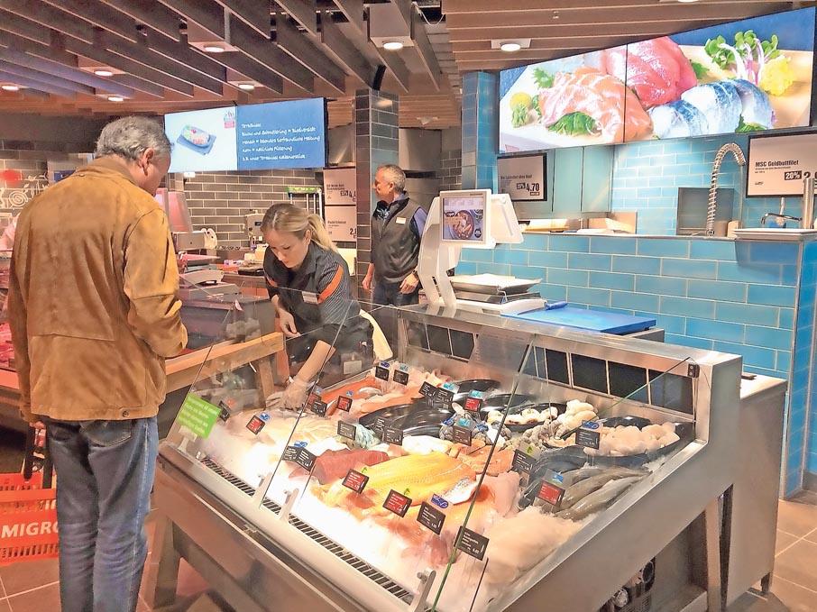 Bediente Theke für Fisch und Fleisch in der Migros Igelweid Aarau | Landanzeiger-Shopping
