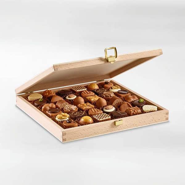 Holzbox mit 36 Pralinés | Landanzeiger-Shopping